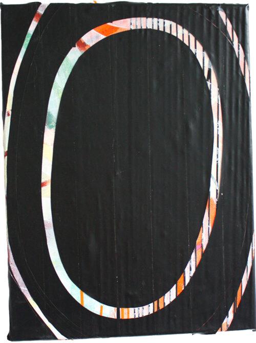 In der schwarzen Reihe wurde die bemalte Leinwand mit Tape überzogen, um danach eine leinwandüberspannende Form zu finden.